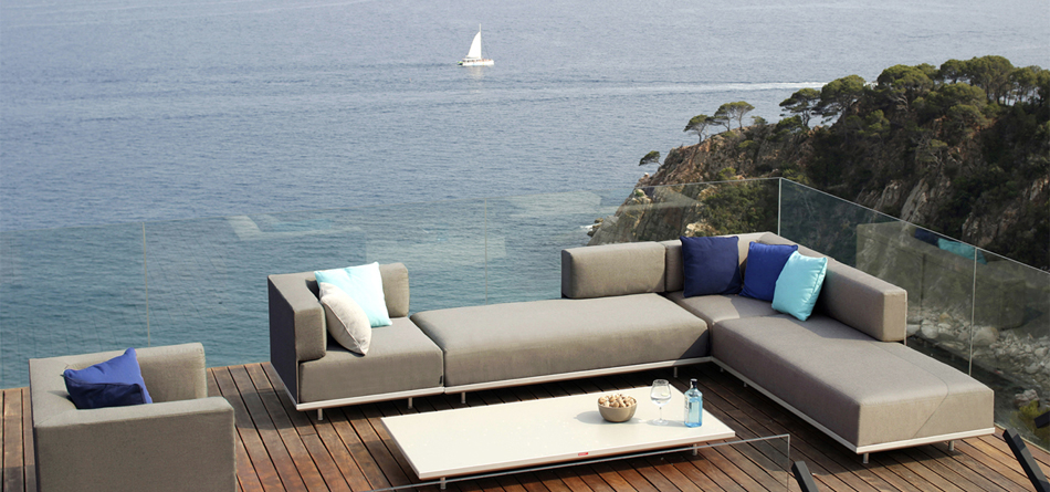 Apartment Therapy, a favorite blog of ours, ranked Curran as the #1 high-end  outdoor furniture resource in this article.