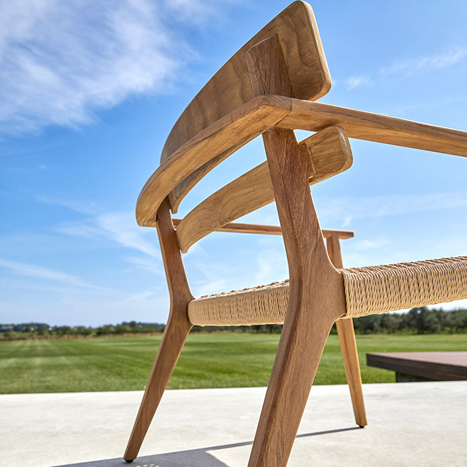 detail workmanship: back of paralel's club armchair in teak with rope seat