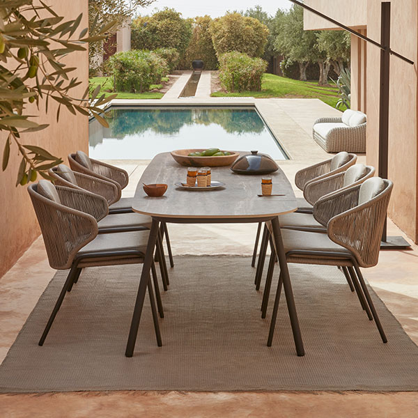 side view: radius chairs with torsa dining table