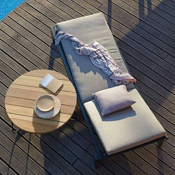 bird'e-eye view: fuse lounger with wheels in lava-coated aluminum frame