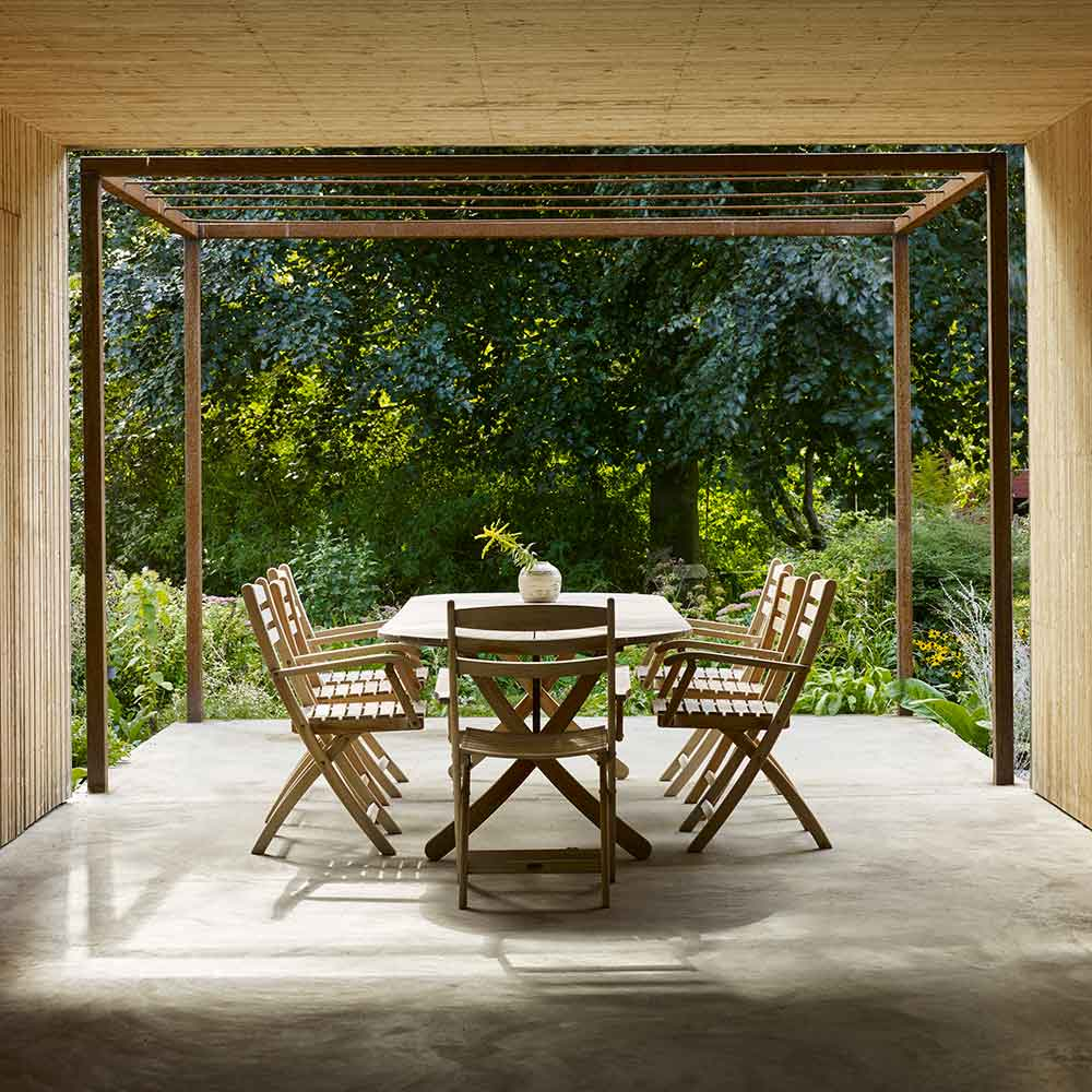 """picturesque setting: selandia folding armchairs surrounding selandia oval 71-91"""" extendable dining table"""