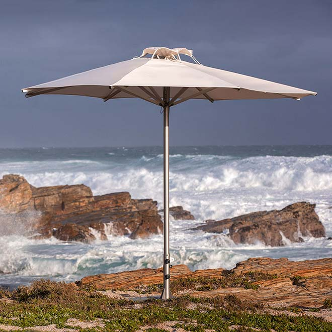 storm center pole umbrella has a strong wind rating of up to 63 mph
