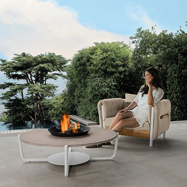 "summer idyll: domino living armchair with 47"" round coffee table (frame: white 