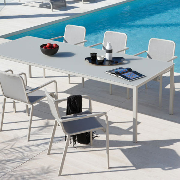 at the poolside: quarto rectangular dining table with helios armchairs
