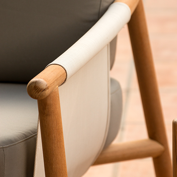 zooming in: rounded armrest and frame on hamp furniture