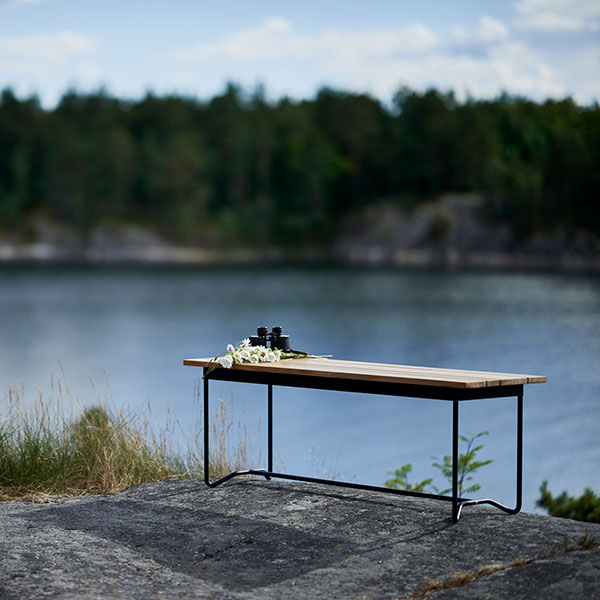 solitude by the water: grinda bench