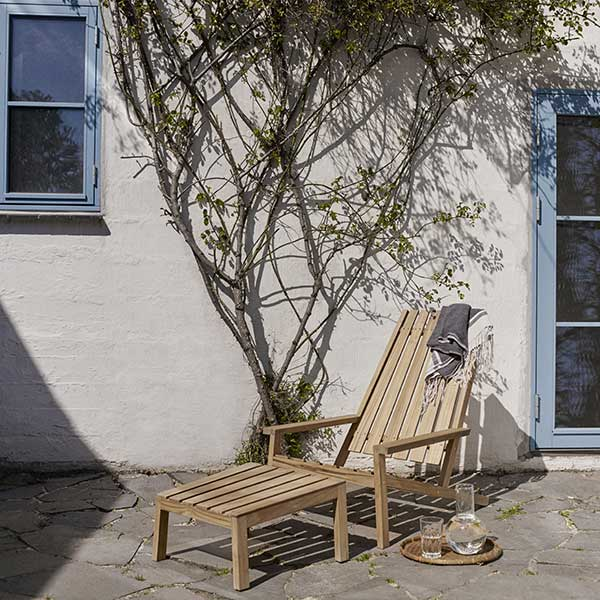 take a sunbath: between lines deck chair with stool
