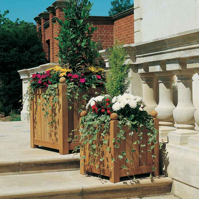 eye catchers: small and large caisse versailles planters from barlow tyrie