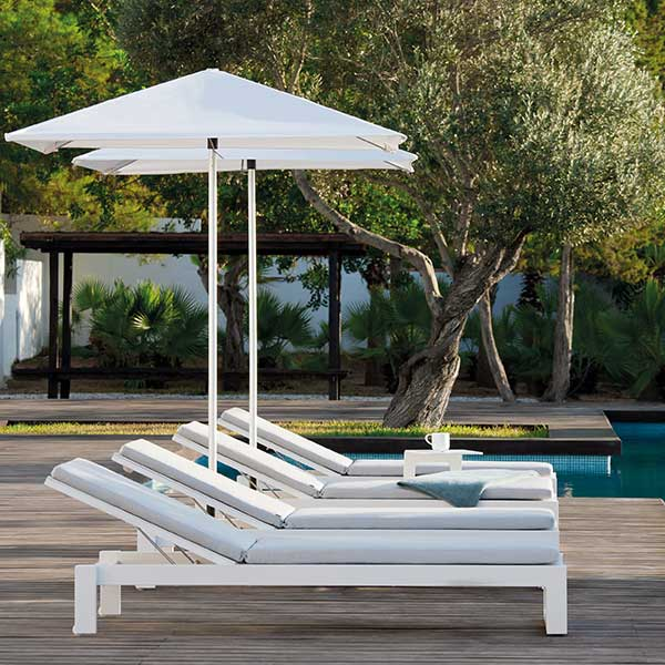 lined up: four fuse loungers with wheels (frame: powder-coated aluminum, white)