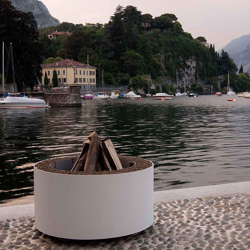 enhancing the view: mangiafuoco in white powder-coat finish