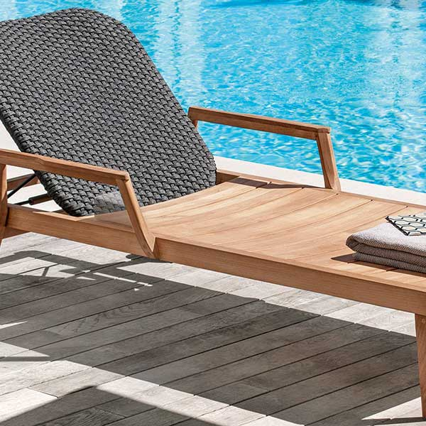 "lounging by the pool: sun lounger with 20"" round coffee table"
