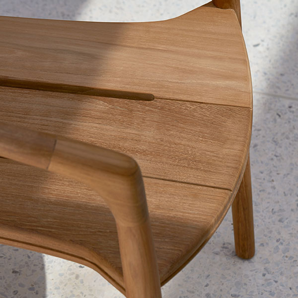 details in the craftsmanship: solid armchair in teak wood
