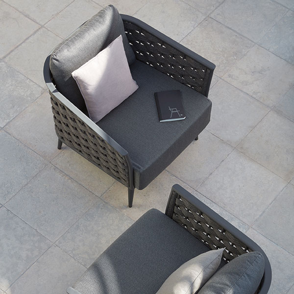 chitchat: two cascade 1-seaters in powder-coated aluminum frame (lava finish) with anthracite rope (1 deco cushion per chair included in price)