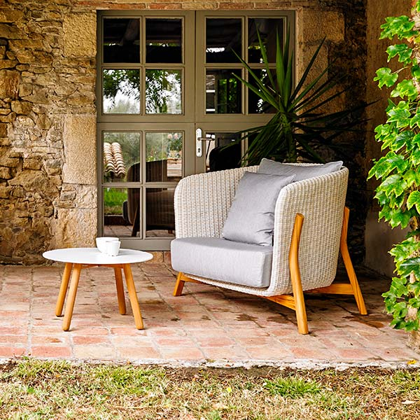 "revitalize your backyard nook: round deep-seating armchair staged with round 24"" auxiliar table (throw pillows included in price)"