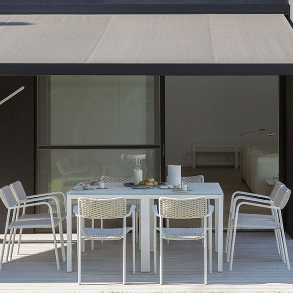 square setting: quarto square dining table shown with echo chairs