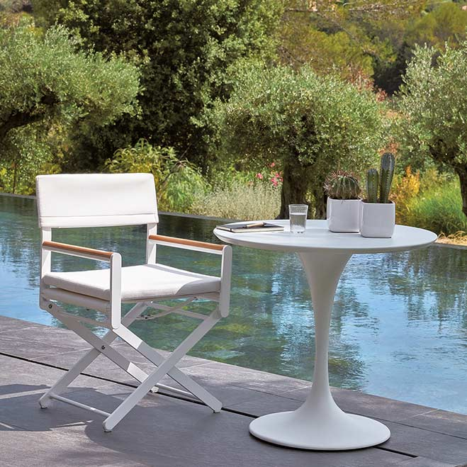in perfect harmony: white oskar director's chair with white korol bistro table (structure: lacquered aluminum)