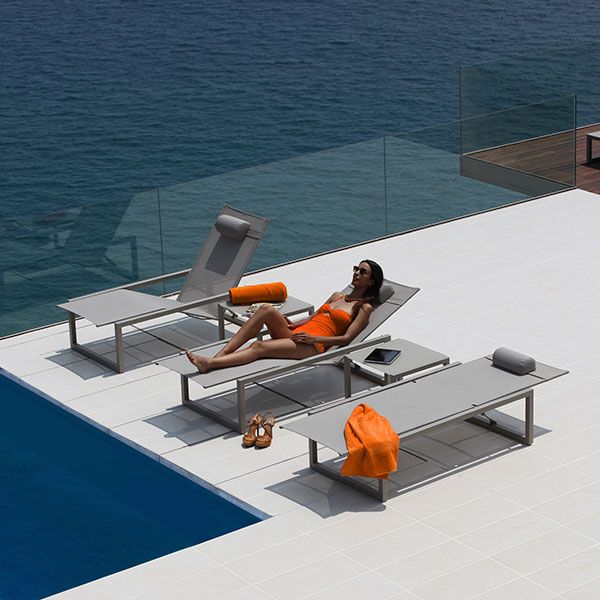 "enjoy every moment: ninix lounger w/ wheels and ninix 20"" side table"