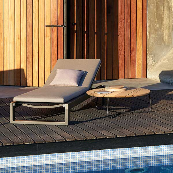 easy to move around your deck: fuse lounge on wheels (frame: powder-coated aluminum, lava finish)