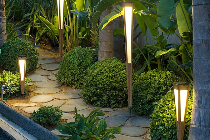 LANAI SOLAR PATH LIGHT | TEAK