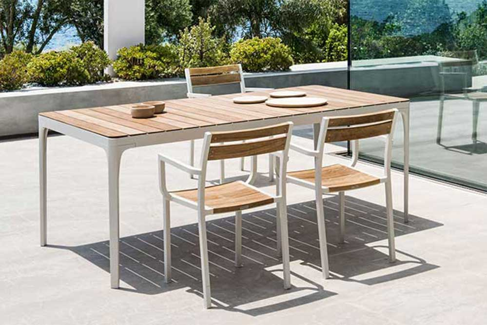 PLAY | TABLES